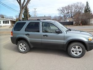 2006 Ford Escape XLT 4WD *VERY CLEAN AND WELL MAINTAINED*