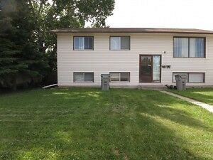 #1073 - 3 Bedroom Home in Hillside $850 Available August 1st