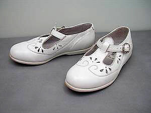 child's White Leather made in Portugal : SHOES : like NEW sz 10 Cambridge Kitchener Area image 1