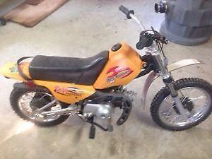 Moto baja 200$