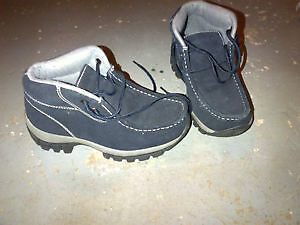 winter boots size 5-brand new