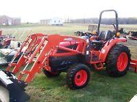Kioti DK40SE tractor loader