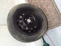 1 pneu hiver 185-65-r15 sur jante à vendre