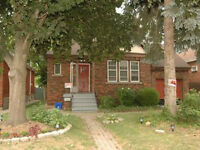 ONE ROOM TO RENT - HAMILTON - CO ED STUDENT HOUSE- FROM SEPTEMBE