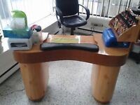 table manucure et pose d'ongles 200$