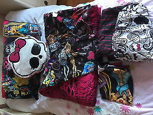 Carpet Monster High comes with a Single Bed Kit