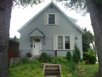 LAST CHANCE!... Home by University, 5 beds, 2 bath, 2 kitchen!