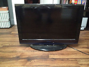 """22"""" Toshiba LCD Flat Screen TV With Built-In DVD Player!"""