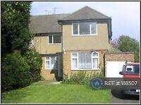 3 bedroom flat in Glebe Road, Stanmore, HA7 (3 bed)