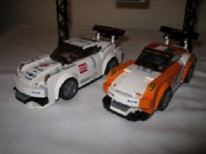 551 Lego pieces assembled for 2 Porsche 911 GT race cars