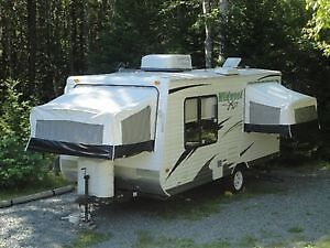 Wildwood EXL-Lite Back Pack Edition Hybrid Trailer