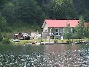 CHALET , CHANDLER, AU BORD DU GRAND LAC LONG, ZEC DES ANSES