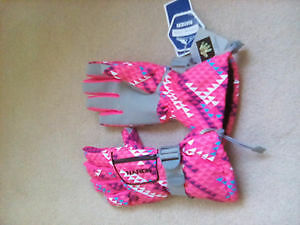 Women ski glovee, brand new with tag, breathable and waterproof