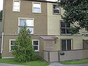 NOVEMBER 1st 3 BEDROOM CONDO GREENBANK LISA