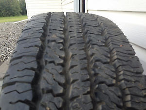 1 tire for sale like new no issues 235/65/17 Firestone