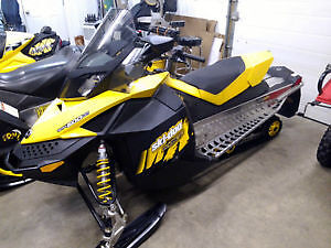 2009 500ss MXZ - 2 up seat included - LOW km!