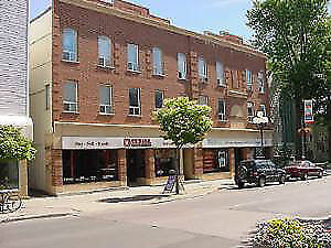 2-Bedroom Apartment Perfectly Close to Queen's and Downtown
