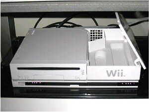 Nintendo Wii console, 2 controllers