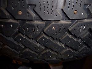 4 pneus d'hiver 205/65/15 Radial Snowtrakker à clous