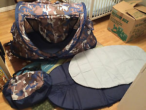 KidCo® PeaPod Plus Travel Bed – Camo. Great Condition.
