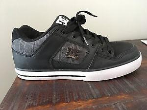 Men's size 8 DC sneakers