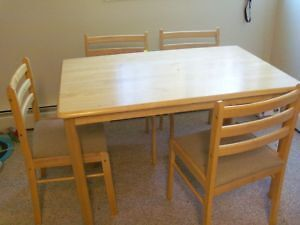 <<<<<<<<<<<<<<<<Cute Hard wood dinning table & 2 chairs>>>>>>>>>