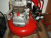 HEAVY DUTY PANCAKE COMPRESSOR WITH HOSE  5 GALLON