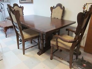 Wood dinning table with 4 chairs (reduced)