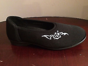 NEW Black Stretch Slippers, Women Size 9.5 (by Barefoot Freedom)