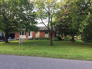 Maison à vendre (terrain 25600 pi2) $ en dessous de l'évaluation
