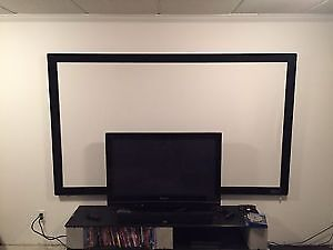 Projection Screen and Projector