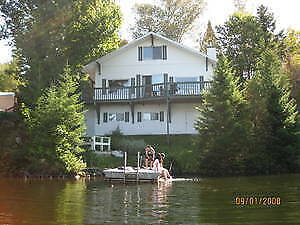 4-season waterfront cottage at the heart of the Laurentians