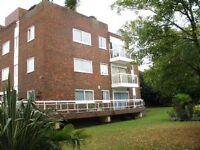2 bedroom flat in Oak Lodge Close, STANMORE, HA7