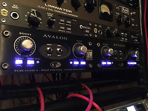 2 Avalon U5 Black Edition instrument