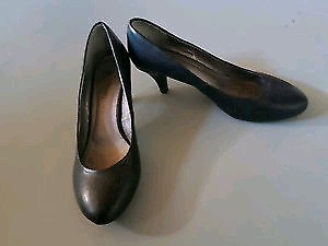 Size 9 Black Le Chateau Black High heels
