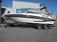 Magnifique bateau Glastron GLS-235 blanc et noir à vendre!