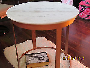 BRAND NEW round white marble and copper table, made in India