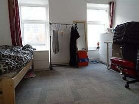 Lovely three double ensuite bedroom to let in Bangor Gwynedd