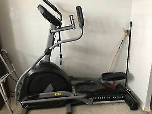 Everlast - EV918 Light Commercial Elliptical with Power Incline