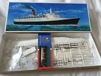 Gunze 1/450 scale Queen Eliabeth 2 ship modelkit