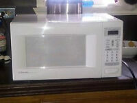 Micro-Ondes Modele: KENMORE pour 30 $