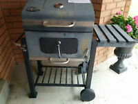 Charcoal BBQ with thermostate