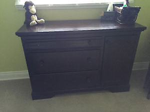 Convertible Sleigh Crib and matching Dresser!!! Peterborough Peterborough Area image 3