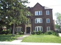 Jackson Park. Chateau Redeere Apts. Large one-bedroom apt.