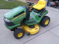 John Deere D125 Riding Lawn Tractor - GREAT condition