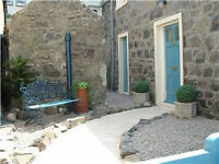 2 Bed Cottage with Courtyard and Sea Views