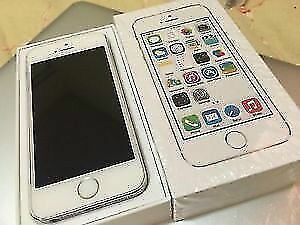 APPLE IPHONE 5S 16GB SILVER/SPACE GRAY UNLOCKED MINT CONDITION