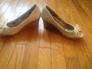 Lady shoes brand new for 10$ St. John's Newfoundland image 1