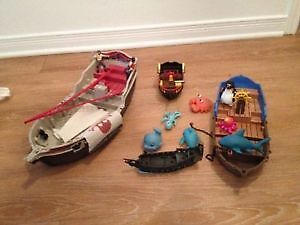 A lot of Pirates boats with figurines and accessories. AVAILABLE
