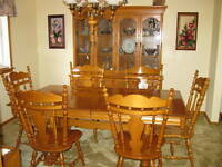 Roxton Solid Maple Trestle Diningroom Table w/2 Leaves/6 Chairs